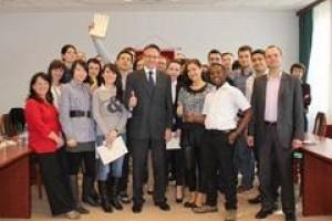 Tutaj edukacja spotyka się z biznesem - Akademia Finansów i Biznesu Vistula