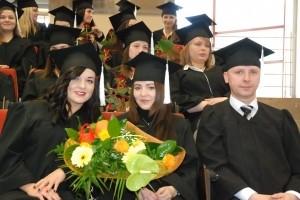 Dyplomy dla absolwentów pielęgniarstwa PWSTE w Jarosławiu