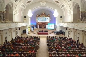 Kolorowy Uniwersytet UAM edukuje małych studentów