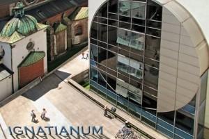 Nowoczesne studia i tradycyjne wartości w centrum Krakowa w Ignatianum