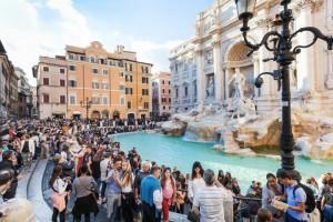 Miasta pękają w szwach - jakie są skutki dla turystów?