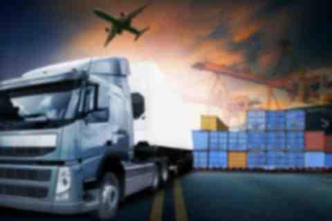Studiuj logistykę w WSHiU i zdobądź perspektywiczny zawód