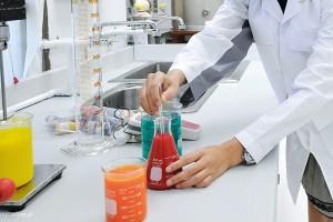 Chemia kosmetyczna - unikatowy kierunek inżynierski w Wyższej Szkole Inżynierii i Zdrowia w Warszawie